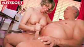 Hausfrau Ficken – Letsdoeit Horny German Granny Literally Fucks The Guy Next Door