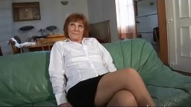 Ama French – Amateur Mature French Woman Tasting A Cock