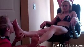 Femdom Videos – She Gets So Wet When She Sucks My Toes Lesbians Video