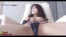 Beautiful Asian Shows Her Body
