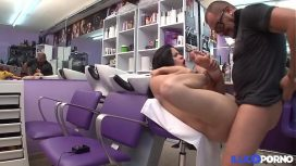 Illico Porno – Coiffeuse Espagnole De Glingue E Dans Sa Boutique Full Video French Vid